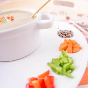Crema de lentejas con verduras y bechamel