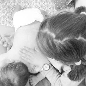 Cómo dar un masaje para calmar los cólicos del bebé recién nacido