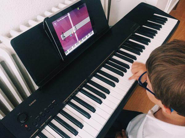 cómo enseñar a tocar el piano a niños