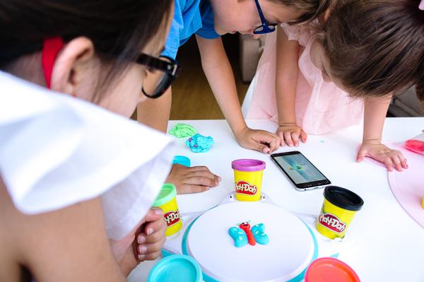 como jugar con plastilina estudio de creaciones animadas Play-doh Touch