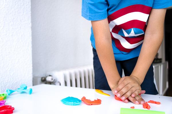 como jugar con plastilina con Play-doh