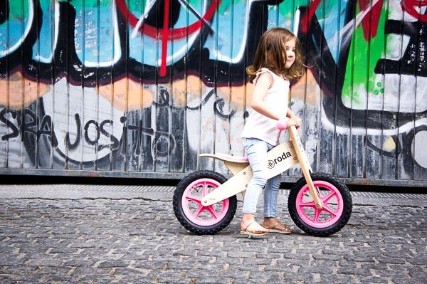 Roda bicicletas de madera sin pedales
