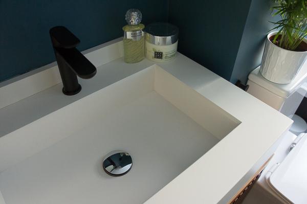encimera lavabo piedra y grifo negro
