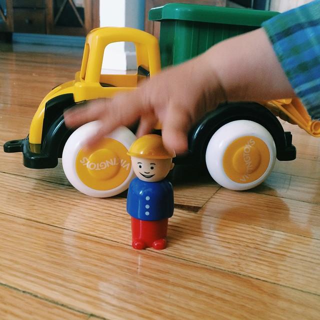 Tenemos nuevo juguete preferido 🙌 (a la tercera va la vencida: parece que por fin acierto con un regalo de cumple para mis hijos 😂😂) #imaginarium